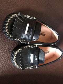 🚚 近全新休閒皮鞋鞋長約15.5公分