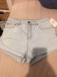 Billabong shorts BNWT