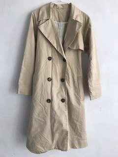 🚚 GU 卡其米色薄款風衣綁袋長版大衣外套