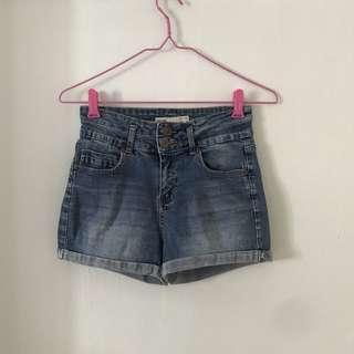 🚚 Cotton On denim shorts