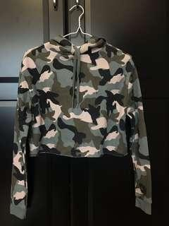 H&M camouflage cropped sweatshirt