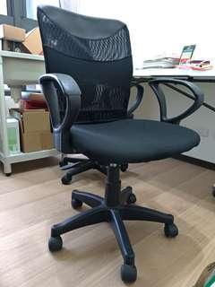 黑色透氣升降旋轉椅