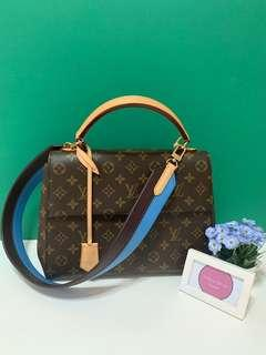 $1900 Last Price! Available 💯 Authentic LV Cluny MM