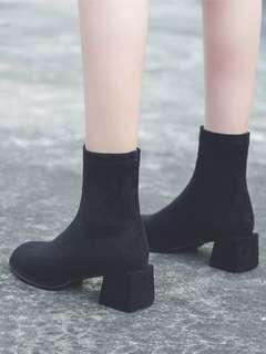 🚚 (近全新)粗跟襪靴黑色靴子短靴