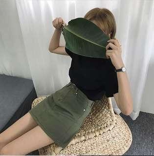 單扣單色A字短裙