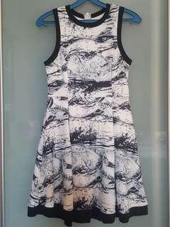 🚚 The StageWalk Marble Dress