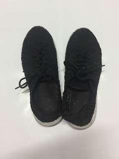 🚚 Net 編織黑色球鞋