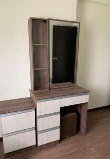 🚚 Dressing table and side table