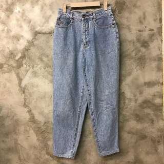 🚚 RENO jeans 厚磅牛皮標籤復古高腰牛仔褲 顏色近圖1、3 腰寬36 臀寬49 全長93 褲腳寬15部分泛黃便宜賣