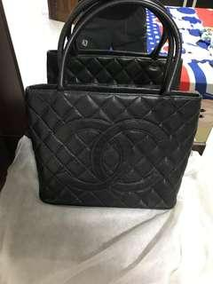 🚚 Chanel Medallion Tote