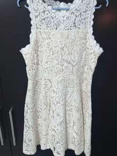 🚚 Preloved White Lace Dress
