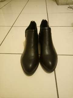🚚 黑色平底短靴