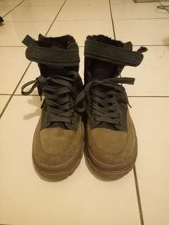 🚚 深灰色中性高筒靴
