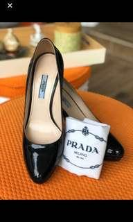 🚚 PRADA Authentic Heels