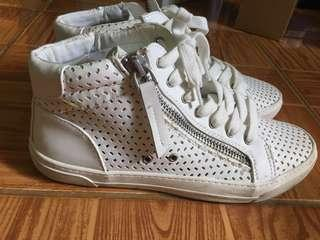White shoes with Zipper