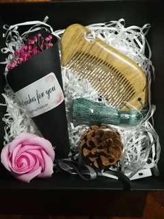 Gift box for baby's breath + Wooden comb