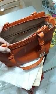 🚚 Fully leather handheld handbag