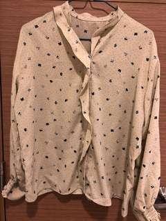 全新, 無著過, 日本牌子K B F淡黃色底及藍色碎花衫, 滑身雪紡料, 胸大約45吋及肚大約46吋, 衫長大約24吋, 質地:100% polyester , 購自日本