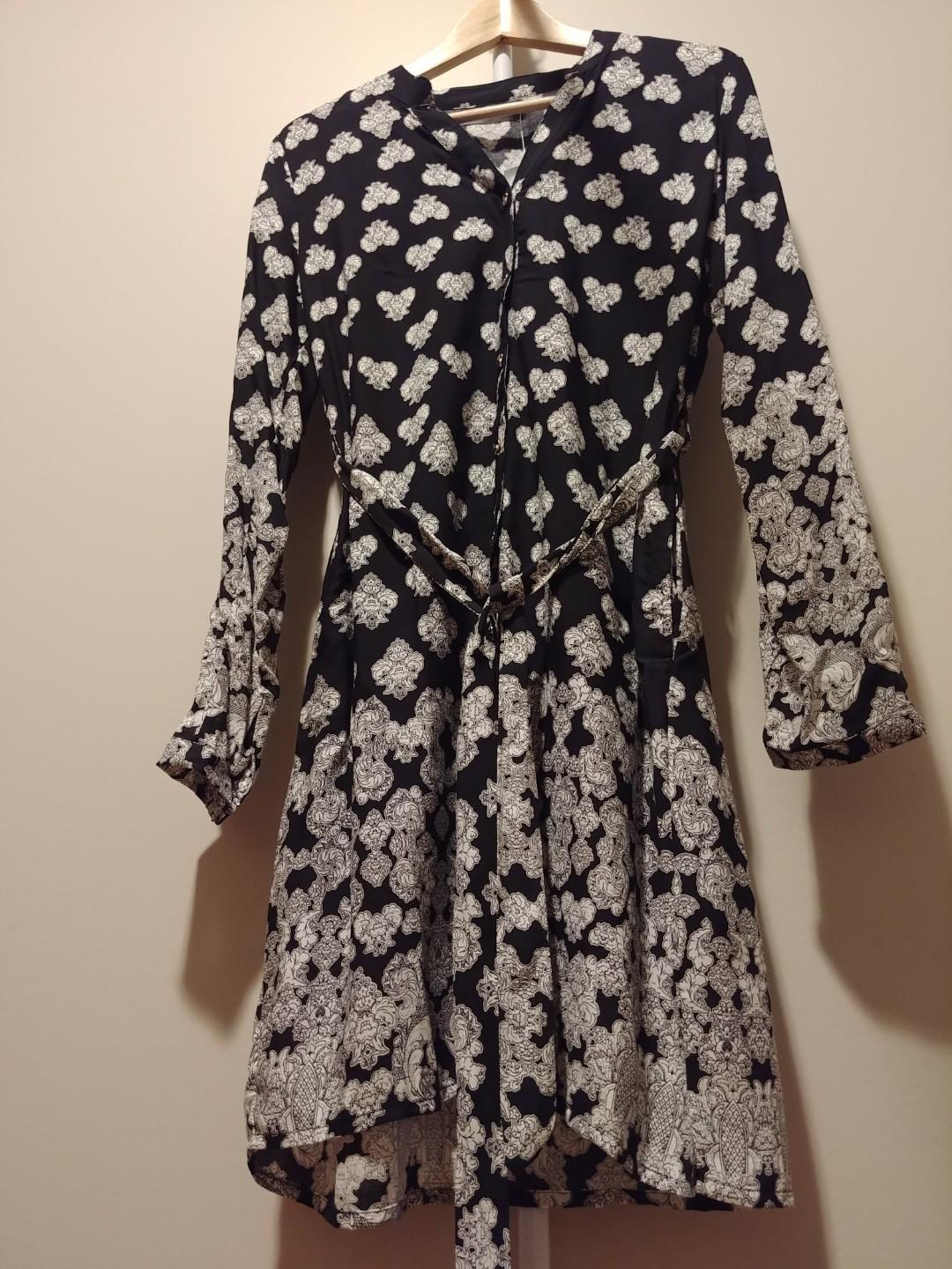 Suzy Shier Black & White Patterned Button-up Dress (Size small)