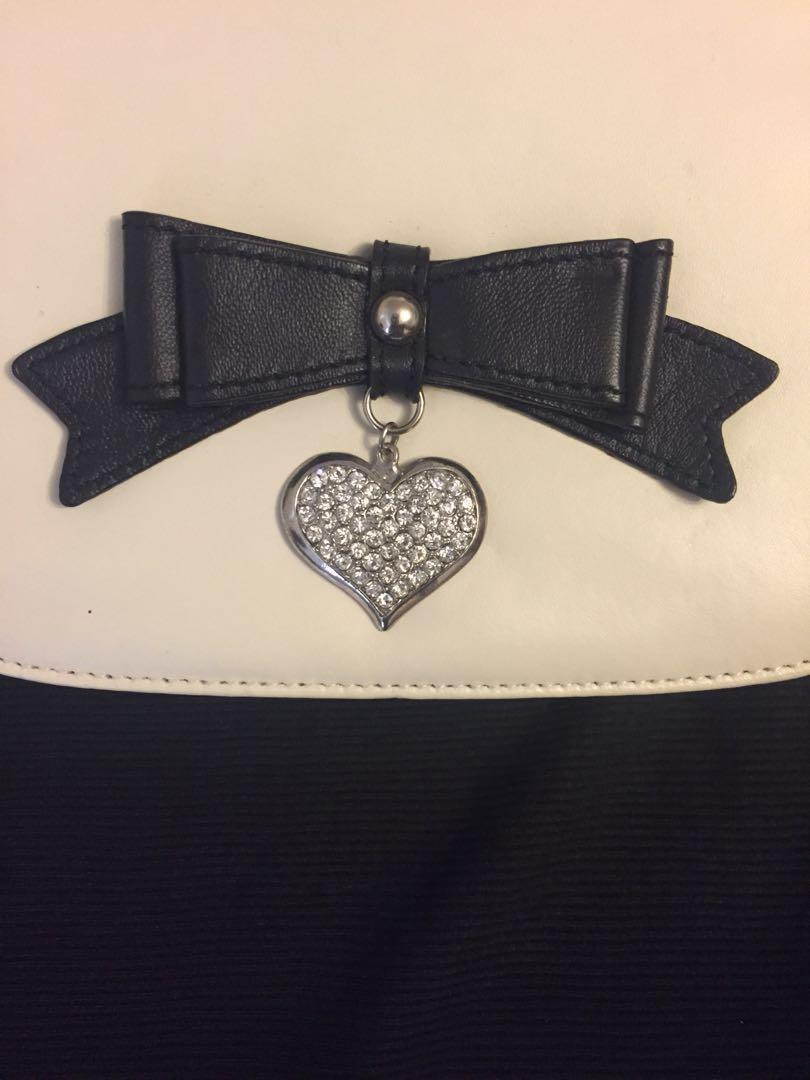 Brand new Alannah Hill off white/cream handbag / cross body bag / shoulder bag with tags