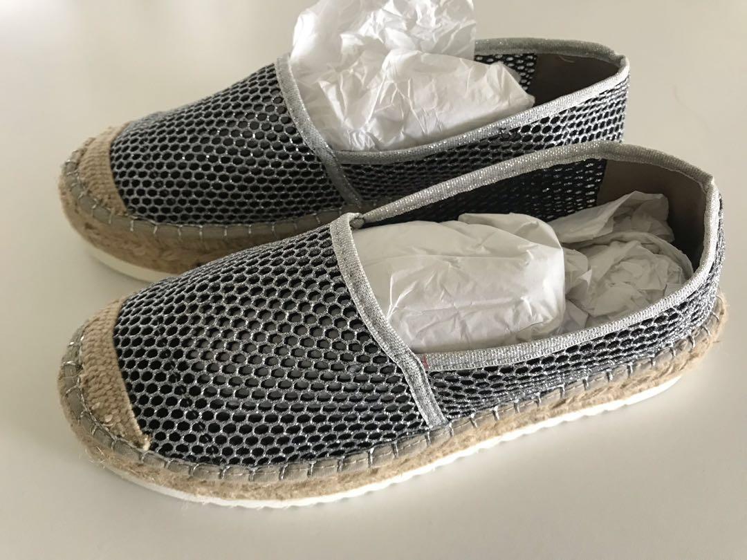 580238a7b Brand new Carvela silver flats, Women's Fashion, Shoes, Flats ...