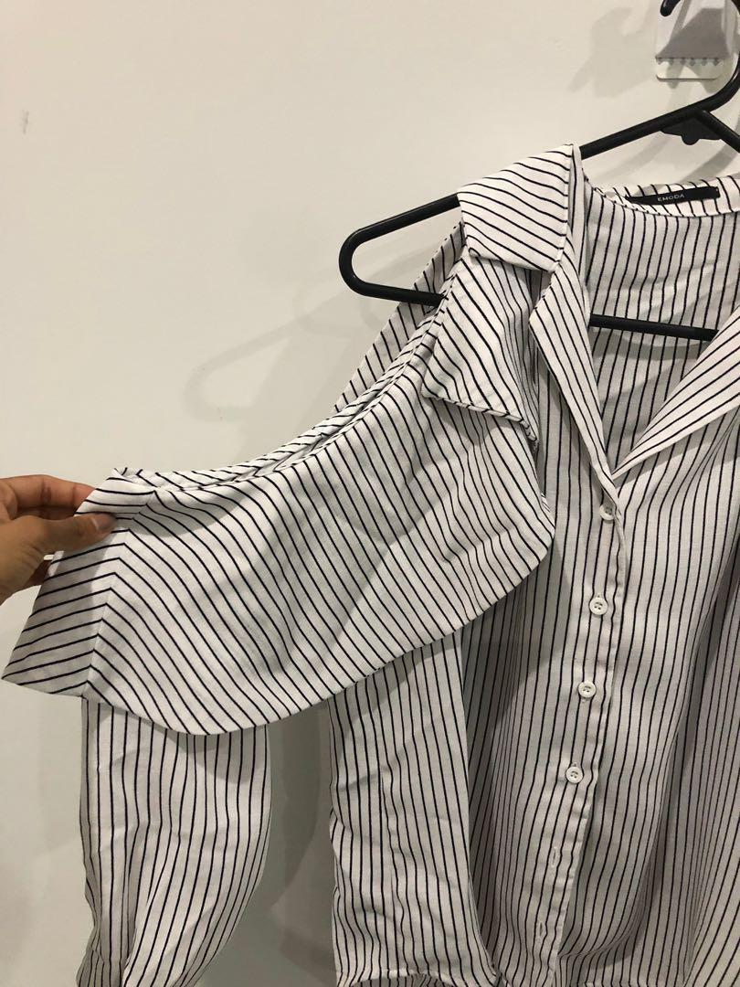 CLEAROUT SALE Pinstriped ruffled cutout shoulder shirt
