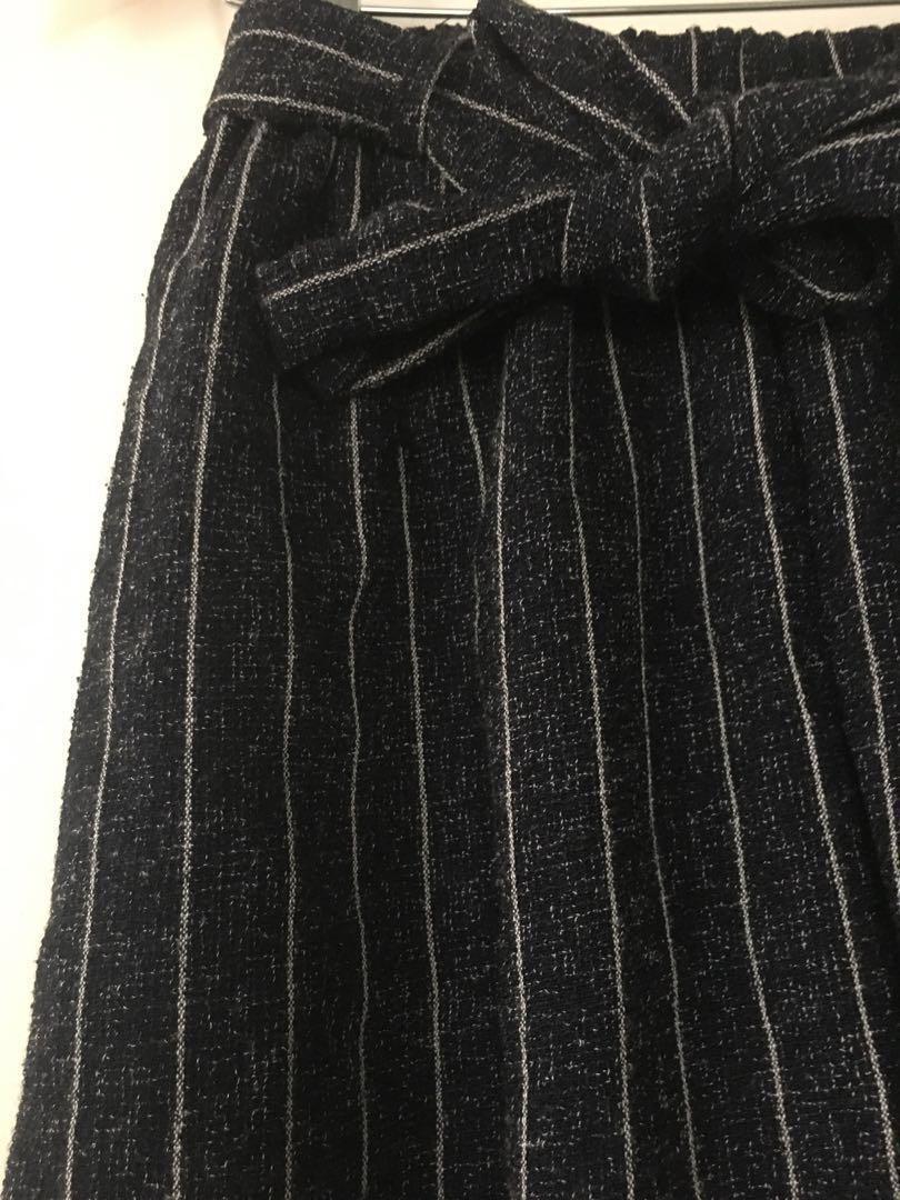$10 SALE High waist linen-like navy stripe culottes - Sz 8