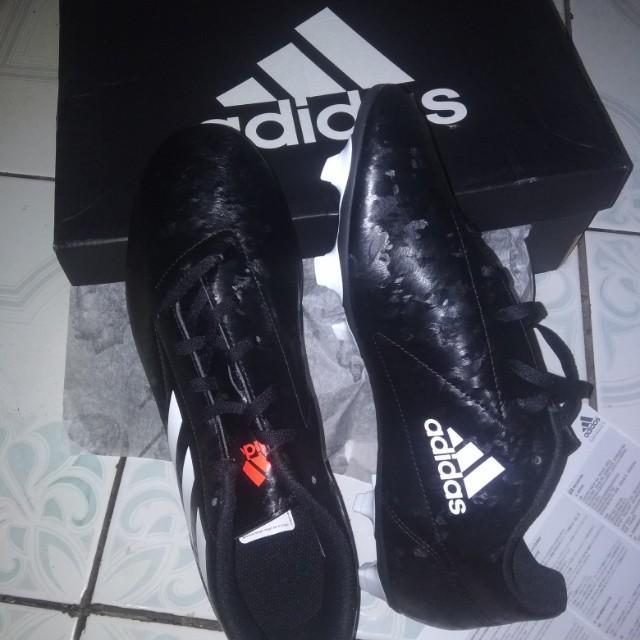 Sepatu bola Adidas original