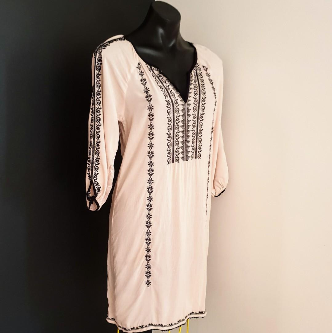 Women's size 8 'PORTMANS' Gorgeous nude with black embroidery dress/cover up - AS NEW