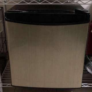Ezy ES-66F Mini Refrigerator (Gold)