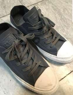 Converse all star sneakers size 6 (unisex)