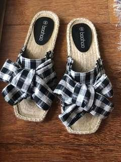 BooHoo Slides New never worn $15