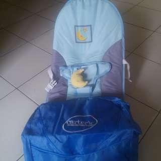 Tempat duduk bayi