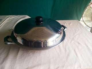 42.3cm stainless steel wok with cover
