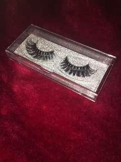 Dramatic faux mink lashes