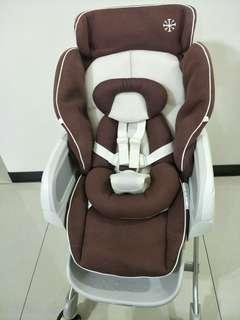 Combi Roanju MC多功能餐搖椅-全新展示機- 附新生兒墊、尿布盒、餐桌(買到賺到)