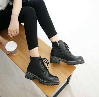 🚚 33號小尺碼黑色粗根短靴