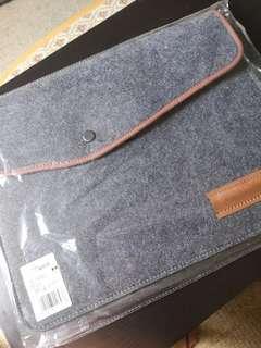 (NEW) Grey felt laptop sleeve