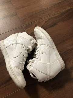 NIKE SKY HI DUNKS WEDGE WHT