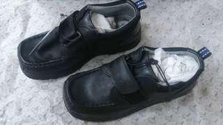 黑色皮鞋 (上學鞋)  Black Leather shoes - student size UK13/Eur32