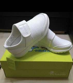 全新男女童白色運動鞋