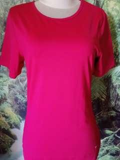 Kaos wanita merk Reebok original