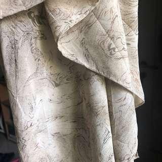 Scarf motif abstrak