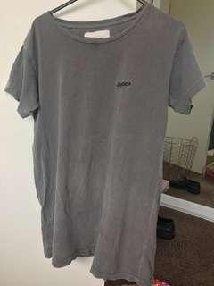 Superette charcoal tee