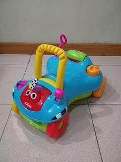 2用玩具車,可變身成學步推車