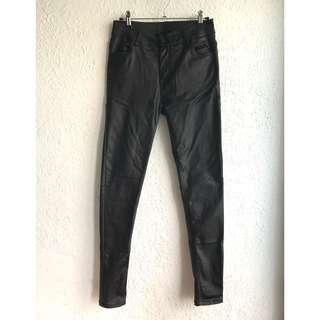 🚚 韓版超彈力顯瘦霧面黑褲 水洗式類皮褲 貼腿褲