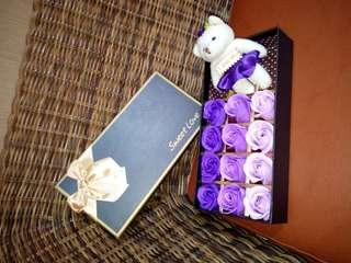 🚚 全新香皂玫瑰+熊雄禮盒 情人節禮物,結婚禮
