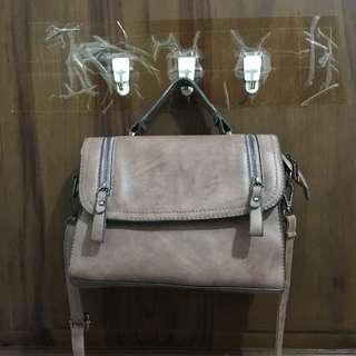 Dusty pink slingbag