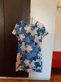 **Floral Shift Dress w Orchid Motif