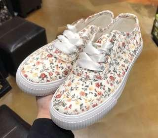 6b9ca7af3a702c Shoopen floral sneakers white